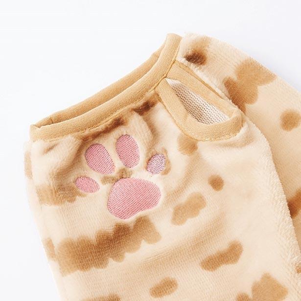 「もふもふに包まれる しましま猫の耳付きルームパーカーの会」 袖口にはサムホールと肉級刺しゅうが!