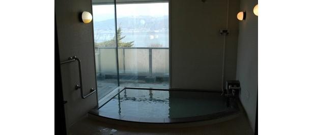 諏訪湖SA(下り線)の「ハイウェイ温泉 諏訪湖」も眺めは最高!