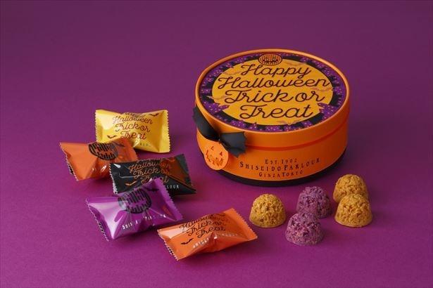 カボチャとムラサキイモのショコラが5個ずつ入った「ハロウィンショコラ 10個入 チャーム付」(1080円)