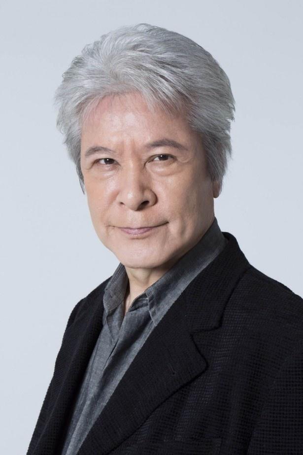 鹿賀丈史演じる大作家・本郷大作は、悦子の校閲に興味を持つ
