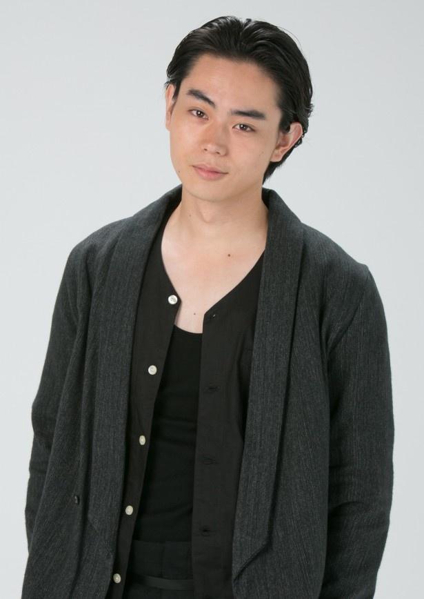 菅田将暉演じる折原幸人は、森尾との出会いでモデルとしても活動することに