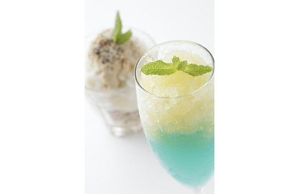 料理研究家・尾身奈美枝さんがプロデュースの和イスクリーム(左¥600)は、お米のアイスを使用。右はブルーオーシャンゼリー パインソルベ添え(¥700)