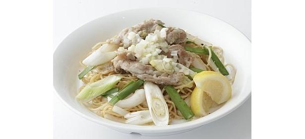 料理研究家・尾身奈美枝さんがプロデュースの潮騒(¥1000)は、肉と野菜たっぷりでボリューム満点