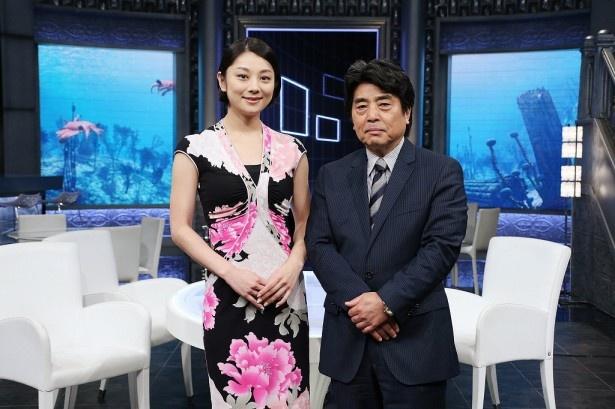 「カンブリア宮殿」でMCを務める村上龍と小池栄子、小池百合子東京都知事とどんなトークを展開するのか