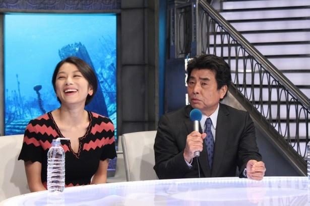 【写真を見る】放送500回記念会見の様子。村上龍&小池栄子のコンビがゲストの本質に迫る!