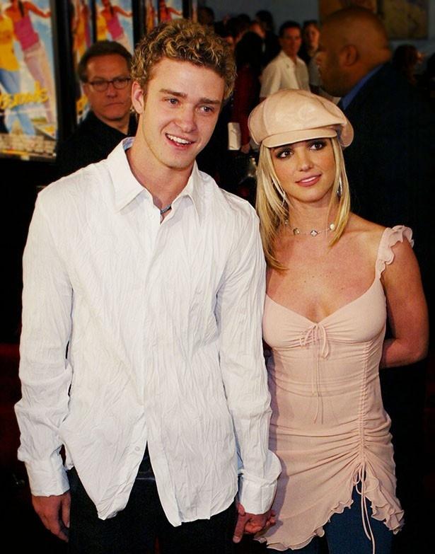 【写真を見る】2002年、交際中だったジャスティンとブリトニー