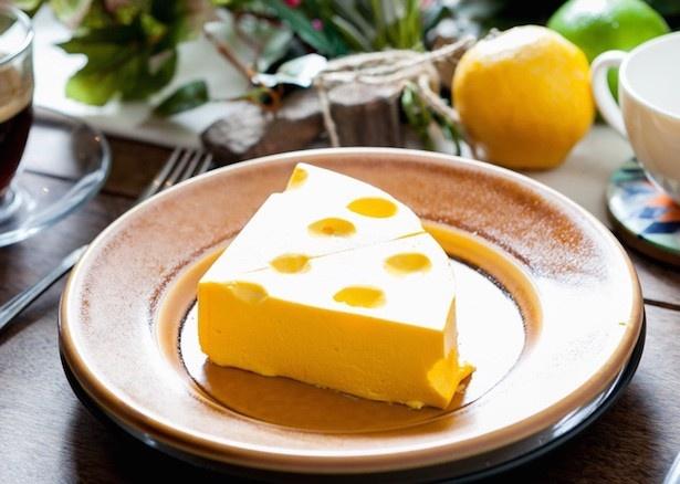 「チーズ×チーズ×チーズ ケーキ」690円(税抜)