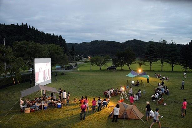 8月20日に開催された、野外上映会の様子。映像づくりや作品投稿のワークショップなども行われた