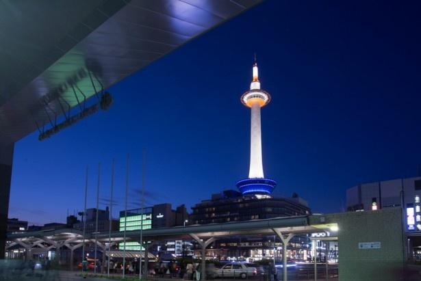 京都タワーの地上約100mにある展望室からは、京都市内を一望する絶景が楽しめる