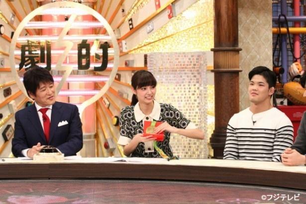 【写真を見る】MCを林修(左)、アシスタントを新川優愛(中央)が担当
