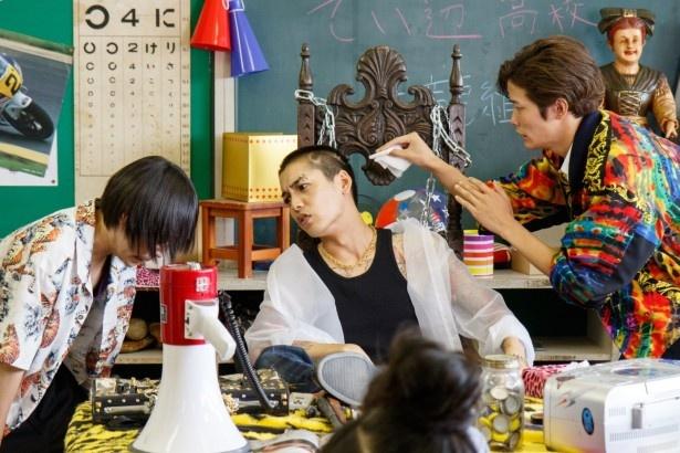 【写真を見る】大野は「この年になって学園ドラマに参加できるとは思わなかったですし、役としてもすごく誇張して作りやすいキャラクターでした」と明かす