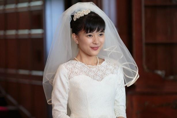 【写真を見る】物語の重要シーンであるすみれ(芳根)の結婚式。幸せいっぱいな姿は必見!