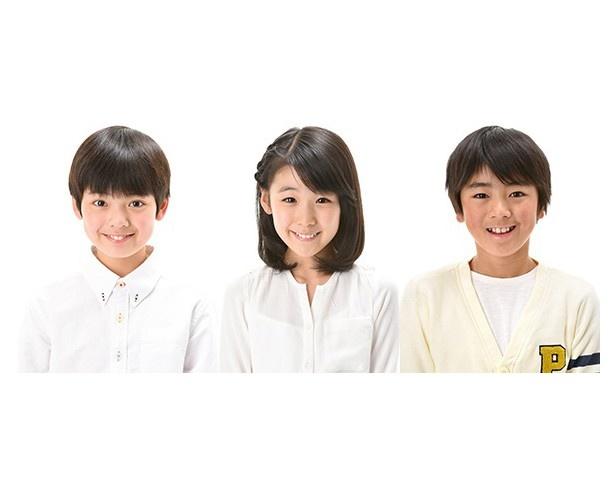 """(左から)宮澤秀羽、大宮千莉、赤峰優が""""こど~MO!""""として番組をナビゲート。子供たちが挑むミッションを通じて北斎の魅力を学び、子供と一緒に大人も楽しめる内容となっている"""