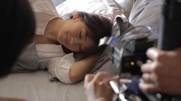 【写真を見る】撮影ではさまざまな素顔を見せた篠原涼子