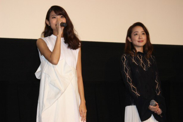 西宮硝子役の声優・早見沙織(左)と川井みき役の声優・潘めぐみ