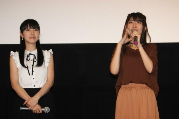 植野直花役の声優・金子有希(右)と佐原みよこ役の声優・石川由依