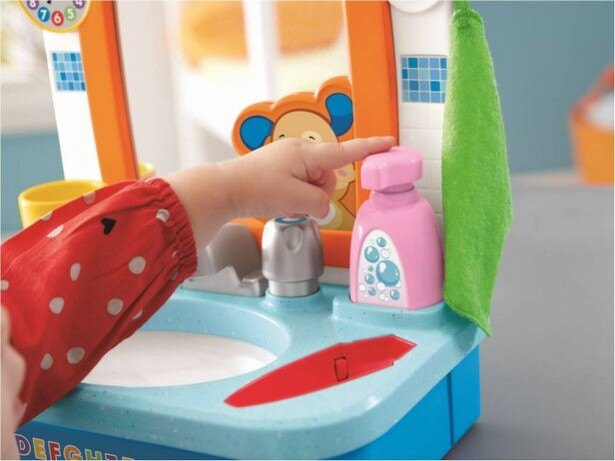 石鹸を手にとり、おててをきれいにブクブク洗おう!