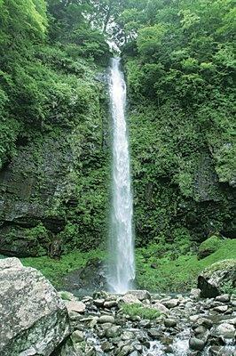 落差約60mの壮大な滝!