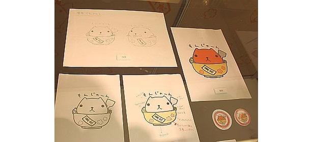 原画の展示。右端が、すでに売り切れた東京駅限定カピバラさん缶バッジのイラスト