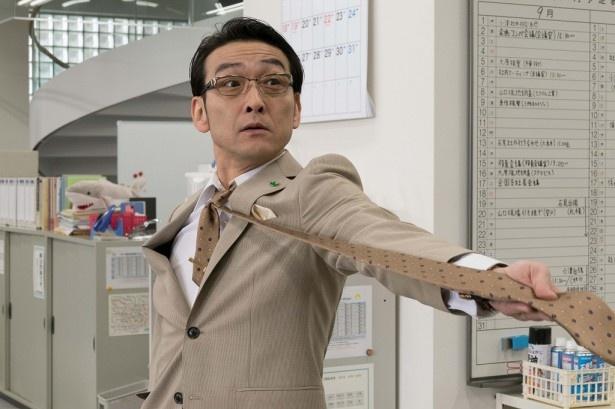 鈴木建設営業三課課長でハマちゃんの直属の上司 ・佐々木課長役の吹越満