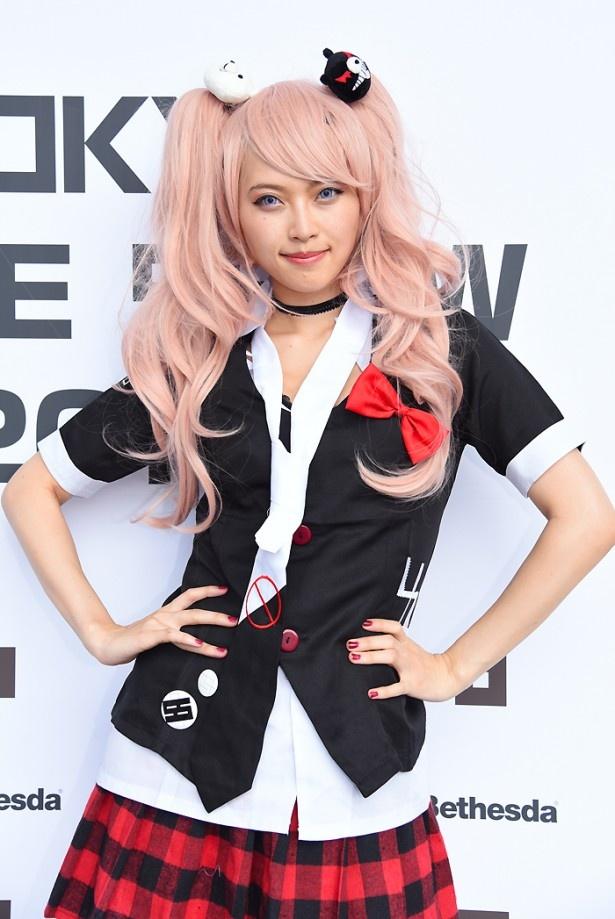 「ダンガンロンパ 希望の学園と絶望の高校生」の江ノ島盾子に扮するカヅキさん
