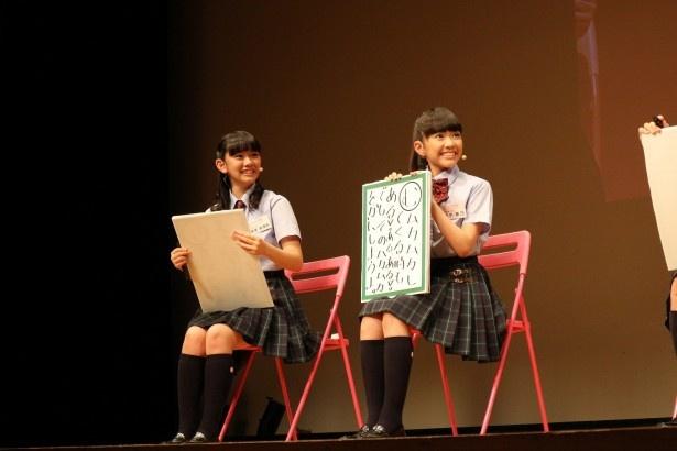 黒澤美澪奈(左)と藤平華乃