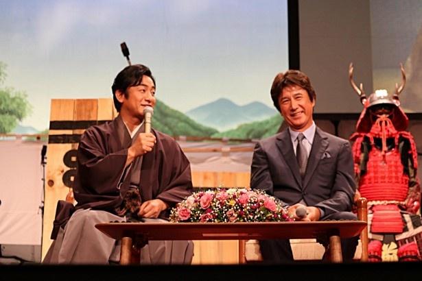 イベントに登場した片岡愛之助(左)と草刈正雄(右)