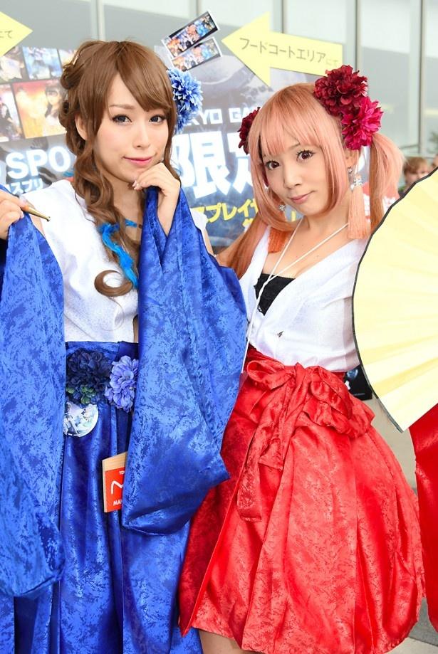 ANIMAREALブースの公式レイヤーを務める椎名煌さん(写真左)と、こよみさん(写真右)