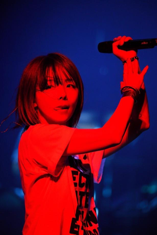 約4カ月におよぶ全国ツアーのラストとあって、aikoもファンも気持ちが高まり、会場の熱気もマックスとなった