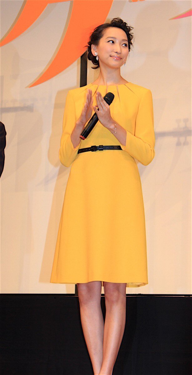 【写真を見る】杏が双子出産後、初の公の場に登場!変わらぬスレンダーなスタイルを披露した