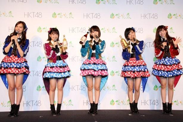【写真を見る】森保まどか、朝長美桜、宮脇咲良、兒玉遥、坂口理子が「HKT48、優光泉で酵素断食宣言!」と声をそろえる