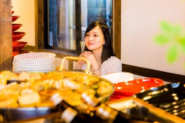 モダンだがゆっくりと落ち着いて最先端の日本食を楽しむことのできる空間だ