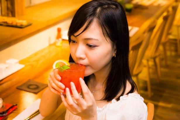 泡盛をトマトと合わせ、島唐辛子の辛味を加えたサワー「ハイサイ・メアリー」(600円)