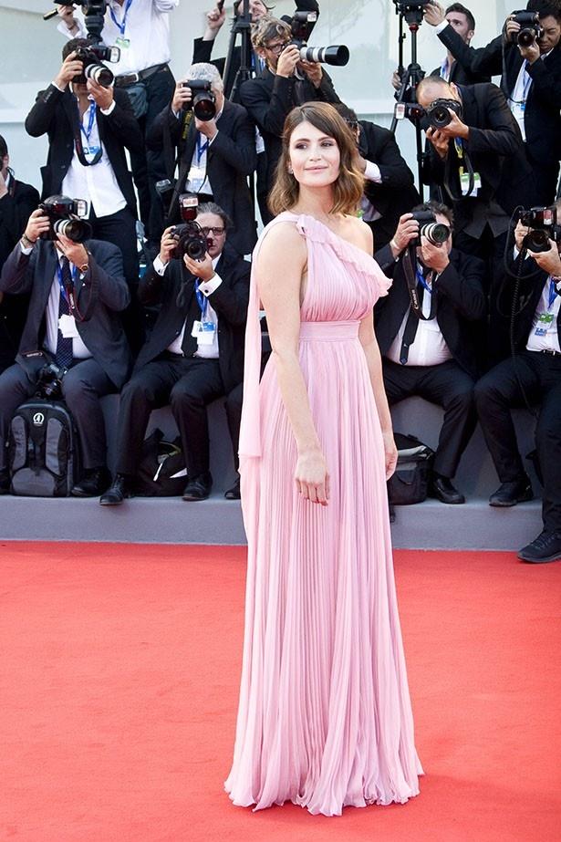 【写真を見る】ジェマのサイズはハリウッド女優としては太め?