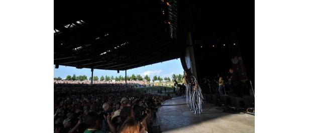 伝説の野外ライブだけあって、観客の熱気がすごい!
