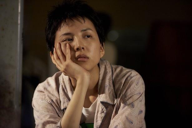 女性演出家の重信ナオコを演じた早織