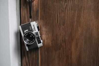 硬派なたたずまいや、金属の質感、重量感もオールドカメラの魅力。一枚一枚に思いを込めて撮影しよう