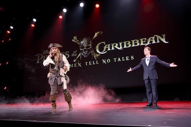 【写真を見る】孤高の海賊ジャック・スパロウを演じるのはもちろんこの人!