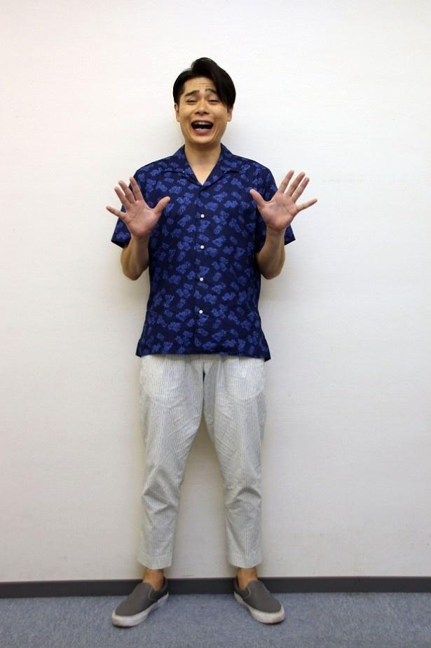 【写真を見る】カメラを向けると得意の変顔を披露してくれた吉村崇