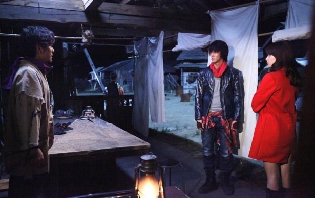 【写真を見る】第2話では、人質に捕られてしまったユキ(桜井美南)を明(白石隼也)らが救出に向かう!