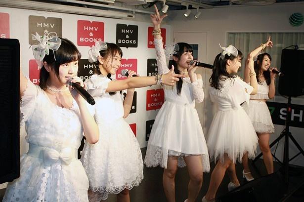 転校少女歌撃団は、エモーショナルなナンバー「TRIGGER」「Mr.Dream」など6曲を披露