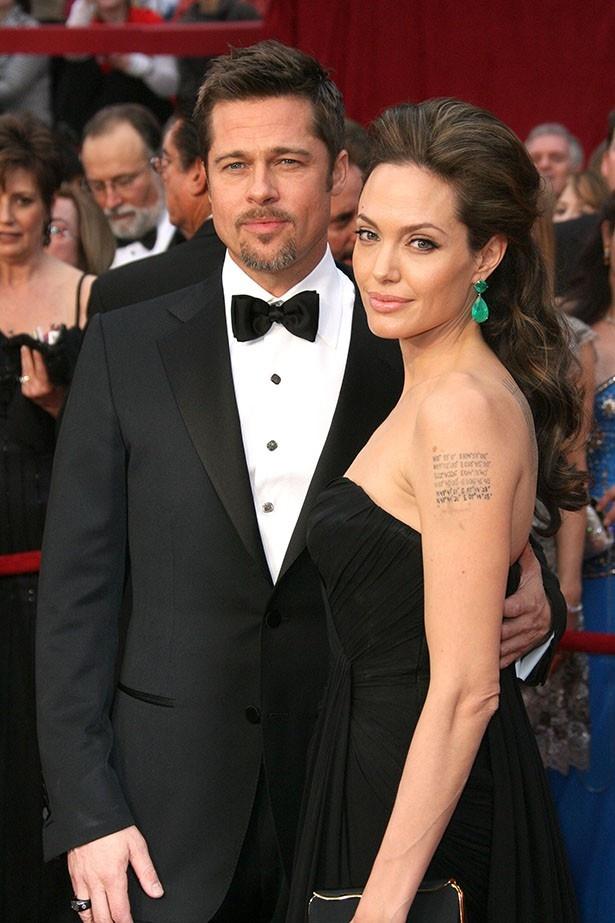 アンジェリーナがブラッドに対して離婚を申請した