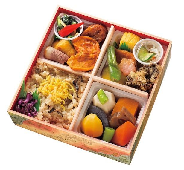 美濃味匠  芭蕉水御膳 秋 価格 1,490円(税込み)  彩り豊かなお弁当。お口直しに岐阜県産の富有柿(乾燥)も