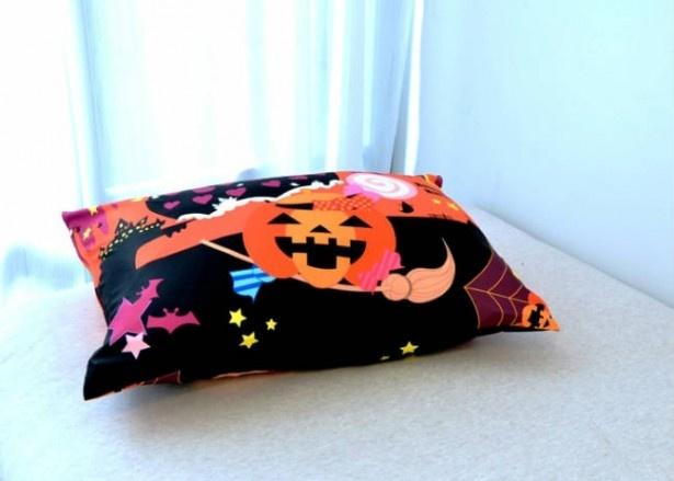 【写真を見る】ハロウィンピロケース 43cm×63cm枕用 1980円(税込)