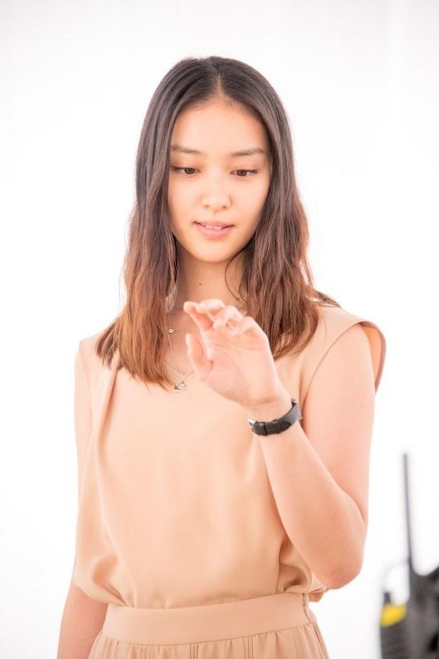 【写真を見る】最終回には7000万円のティファニーの指輪も登場!