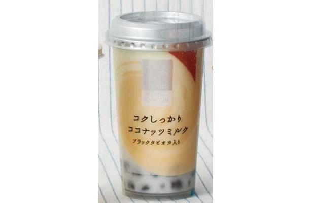 「あじわい Famima Cafe コクしっかりココナッツミルク ブラックタピオカ入り」(ファミリーマート/¥210/123kcal/220g)タピオカが大きくて歯ごたえもあるから飲みごたえ抜群(山田さん)