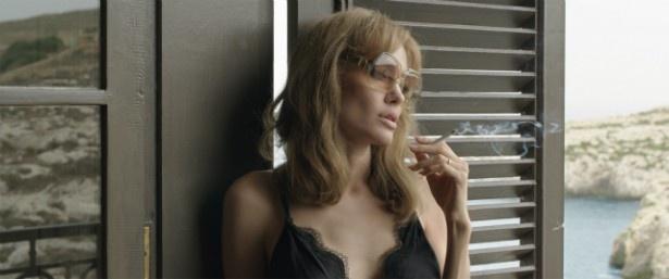 アンジーが演じるのは、深い孤独を抱えたヴァネッサ役