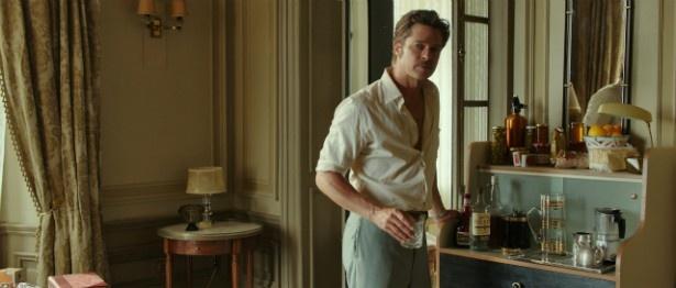 ブラピが演じるのは、ヴァネッサの夫で作家のローランド役