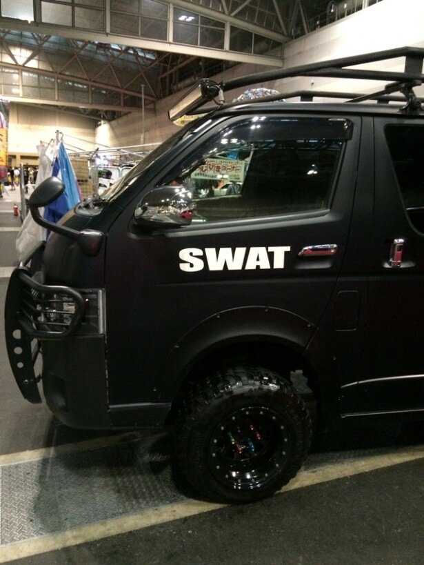 SWAT仕様ハイエース その3