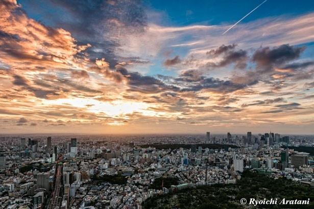 """""""都内で最も空に近い場所""""、東京シティビュー「スカイデッキ」から見る秋の空"""